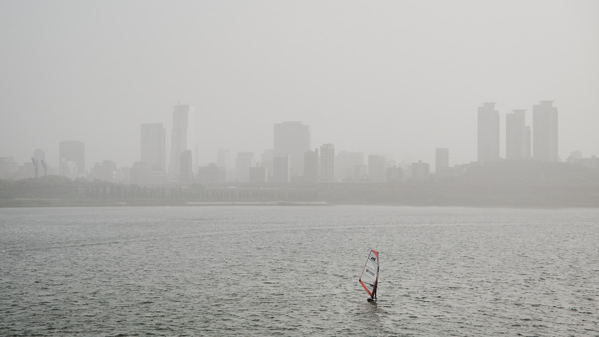 Pollution in Seoul - Windsurfing