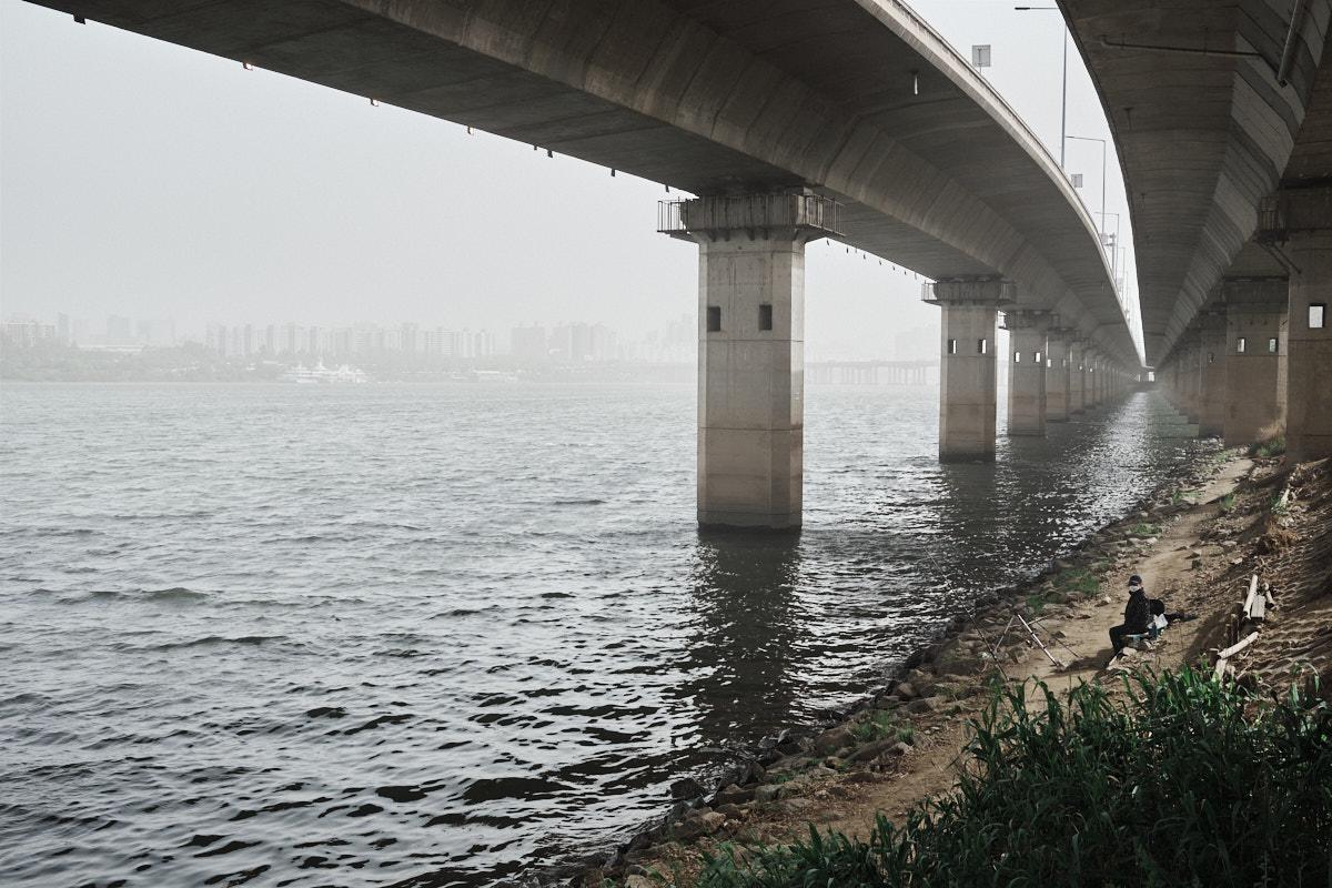 Pollution in Seoul - Fisherman